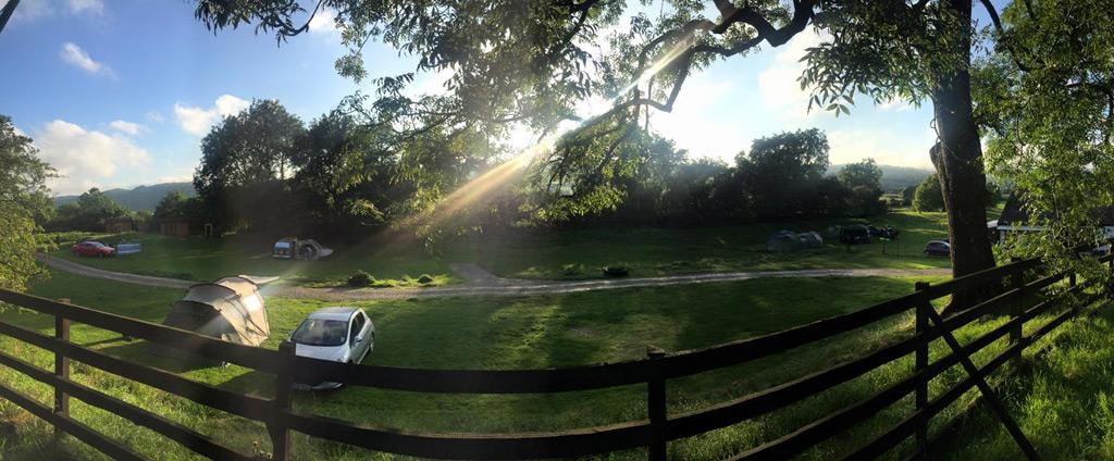 moss-howe-campsite-in-sunshine